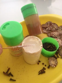 cloves, huni (slaked lime) & katha (acacia powder)