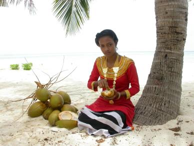 young lady dressed with libaas on the beach www.cruise-maldives.com