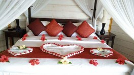 bed decorationat komandoo resort