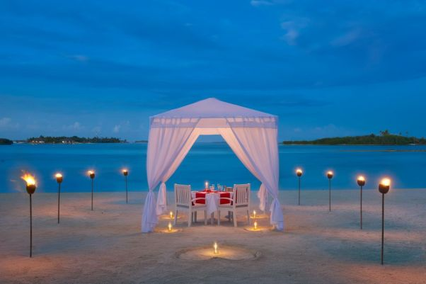 Romantic Dining on Beach at Dhonveli cruise-maldives.com